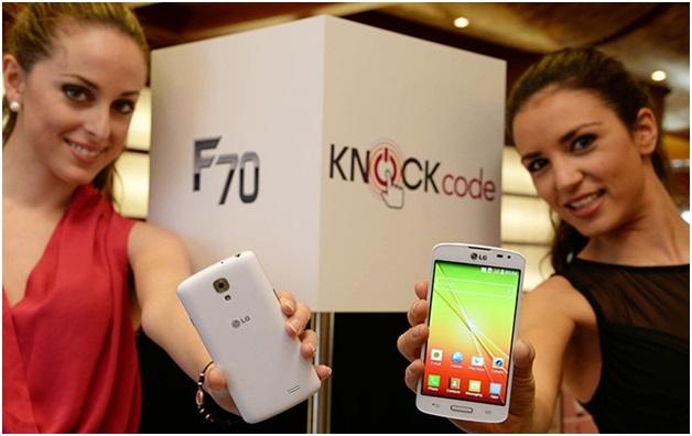 Две девушки и анонс нового телефона LG Y70